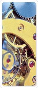 Detailansicht eines Uhrwerks in Blau- und Gelbtönen
